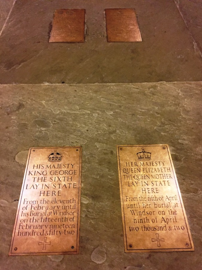 Four-plaques-in-the-centre-of-Westminster-Hall